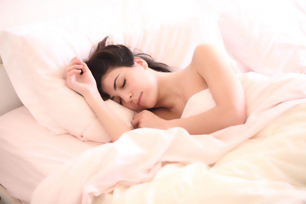 מבחירת המזרן ועד לתנוחת השינה: כל מה שצריך לשינה איכותית